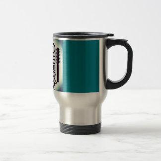 El amor está en la taza del viajero del café/del