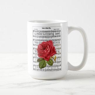 El amor me levantó taza blanca clásica