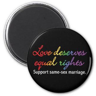 El amor merece las derechas iguales imán redondo 5 cm