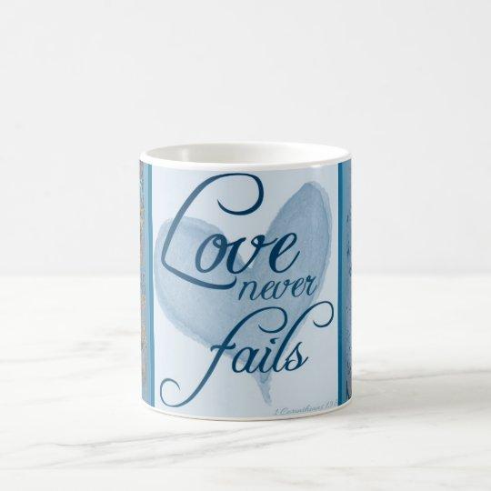 El amor nunca falla la taza