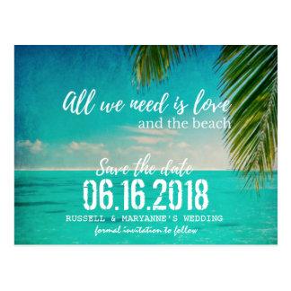 El amor y el boda de playa ahorran la postal de la
