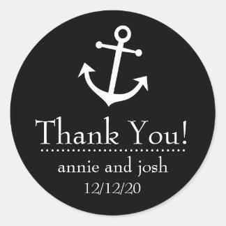 El ancla del barco le agradece las etiquetas (el etiquetas redondas