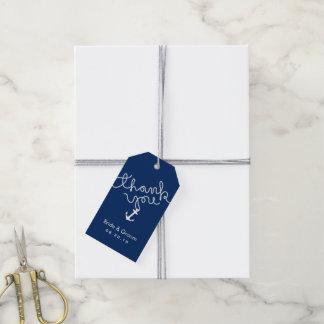 El ancla del boda y los azules marinos náuticos de etiquetas para regalos