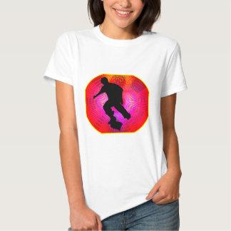El andar en monopatín en Starburst fluorescente Camiseta