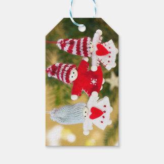 El ángel del navidad adorna etiquetas del regalo