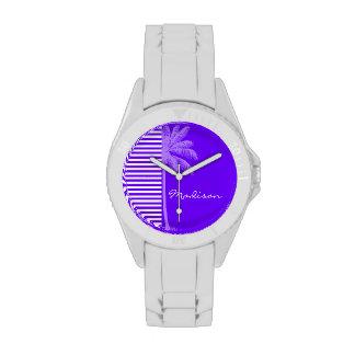 El añil, la violeta, púrpura brillantes y blanco relojes de mano