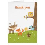 El animal lindo del arbolado le agradece las tarje tarjetas