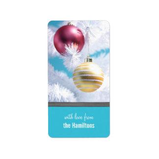 El árbol de navidad adorna etiquetas del día de etiquetas de dirección