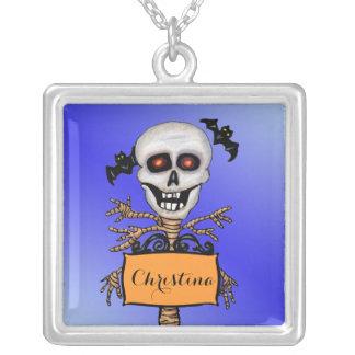 El árbol fantasmagórico del cráneo con Brancha Collar Plateado