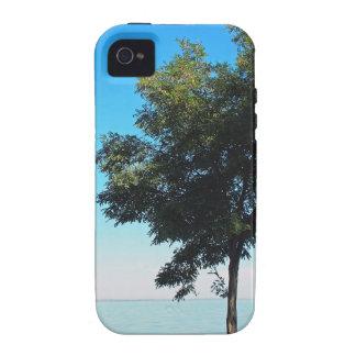 El árbol solo con verde se va en la costa vibe iPhone 4 carcasas