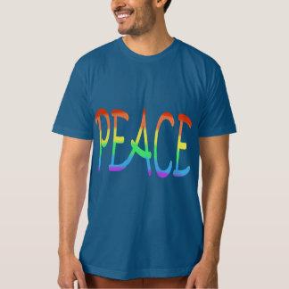 El arco iris de la paz colorea las camisetas de la