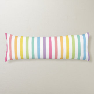 El arco iris del color en colores pastel raya el almohada de cuerpo entero