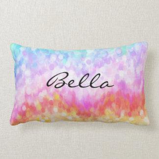 El arco iris puntea la almohada en colores pastel