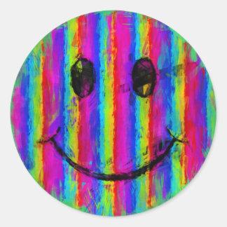 El arco iris raya la cara sonriente abstracta etiqueta