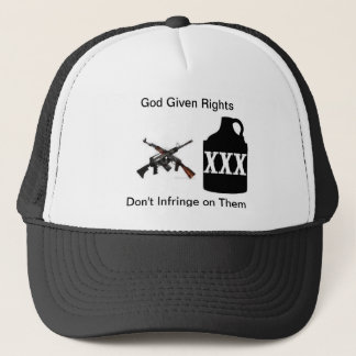 El arma endereza el gorra del camionero