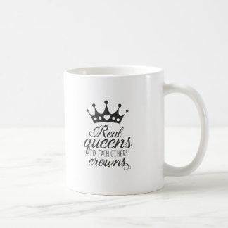 El arreglo real del Queens cada otros corona Taza De Café