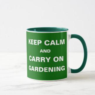 El asumir el control de las malas hierbas guarda taza