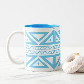 El Azteca geométrico azul y blanco inspiró la taza