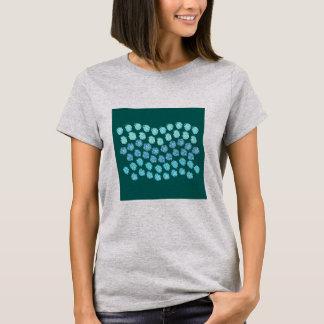 El azul agita la camiseta básica de las mujeres