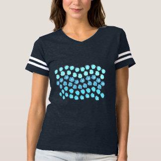 El azul agita la camiseta del fútbol de las