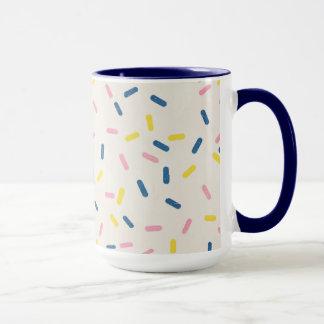 El azul asperja la taza de café