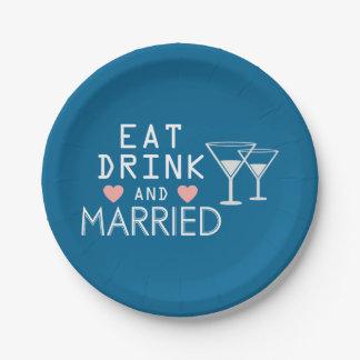 El azul come la bebida y esté casado que casa la plato de papel