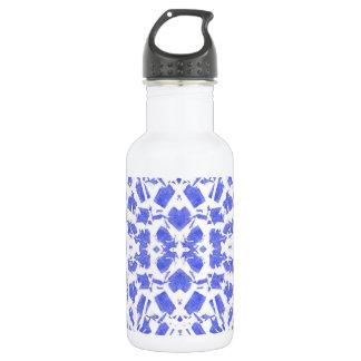 El azul forma la botella de agua
