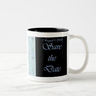 El azul y el negro ahorran la taza del boda de la