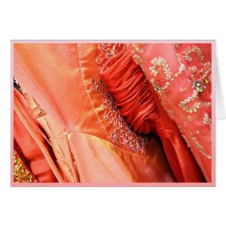 El baile de fin de curso anaranjado se viste con tarjeta de felicitación