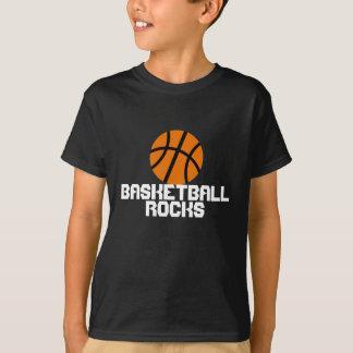 El baloncesto de los niños oscila la camiseta