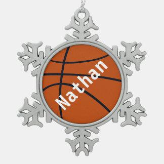 El baloncesto del navidad añade el ornamento adorno de peltre en forma de copo de nieve