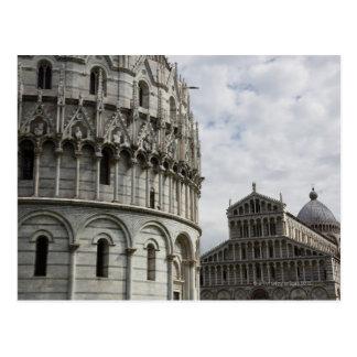 El baptisterio y el Duomo en la plaza Postal