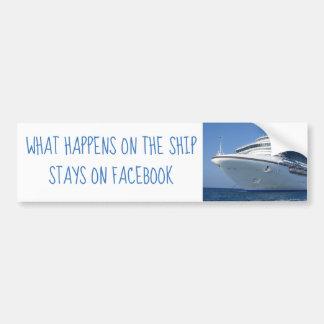 El barco de cruceros permanece en la pegatina para