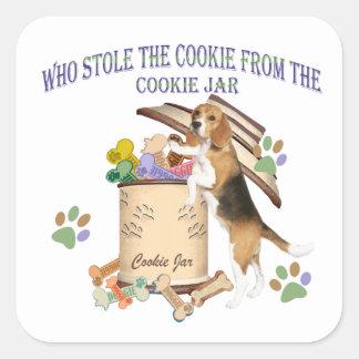 El beagle robó la galleta del tarro de galletas pegatina cuadrada