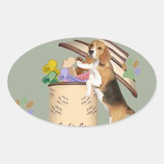 El beagle robó la galleta del tarro de galletas pegatina ovalada