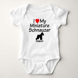 El bebé ama el perro del Schnauzer miniatura Body Para Bebé