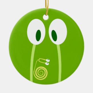 El bebé caracol se sube por las antenas de papá adorno navideño redondo de cerámica