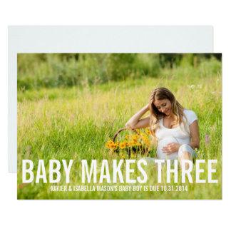 El bebé hace la invitación del embarazo de tres |