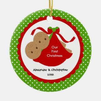 El bebé hermana el primer ornamento del navidad adorno redondo de cerámica