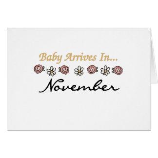 El bebé llega en noviembre tarjeta de felicitación