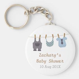 El bebé moderno viste favores de fiesta de ducha llavero redondo tipo chapa