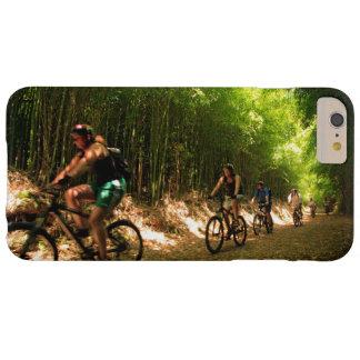 El Biking en el rastro de bambú Funda Barely There iPhone 6 Plus
