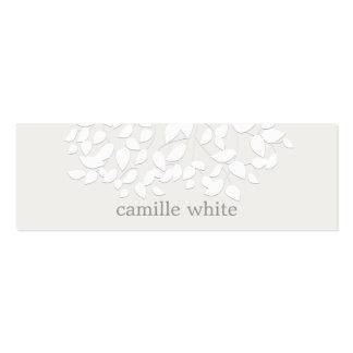 El blanco bonito grabó en relieve las hojas de la tarjetas de visita mini