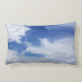 El blanco del cielo azul se nubla el fondo - cojín lumbar