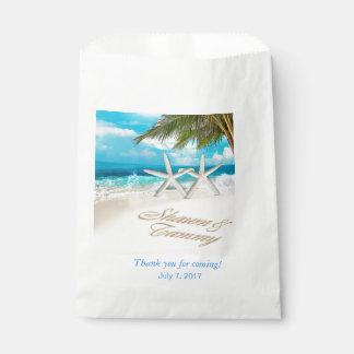 El blanco enarena el boda de playa de las bolsa de papel