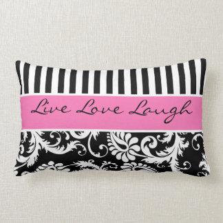 El blanco negro rosado enorme raya la almohada del