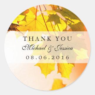 El boda de la caída de la hoja de arce del otoño pegatina redonda