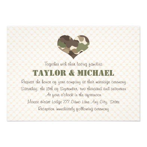 El boda del corazón del camuflaje invita comunicados