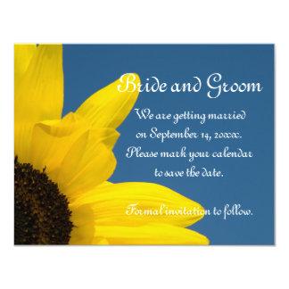 El boda del girasol y del cielo azul ahorra la invitación 10,8 x 13,9 cm