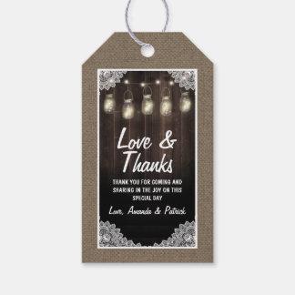 El boda del tarro de madera del granero y de etiquetas para regalos